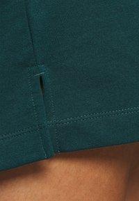 Vero Moda Curve - VMOCTAVIA DRESS - Denní šaty - sea moss - 5