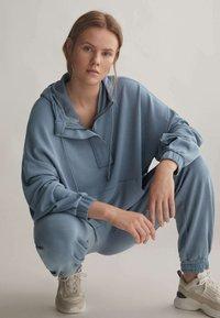OYSHO - Teplákové kalhoty - blue - 4