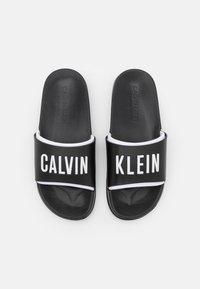 Calvin Klein Swimwear - INTENSE POWER - Matalakantaiset pistokkaat - black - 3