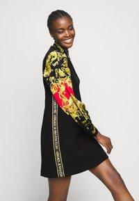 Versace Jeans Couture - LADY DRESS - Pouzdrové šaty - black - 3