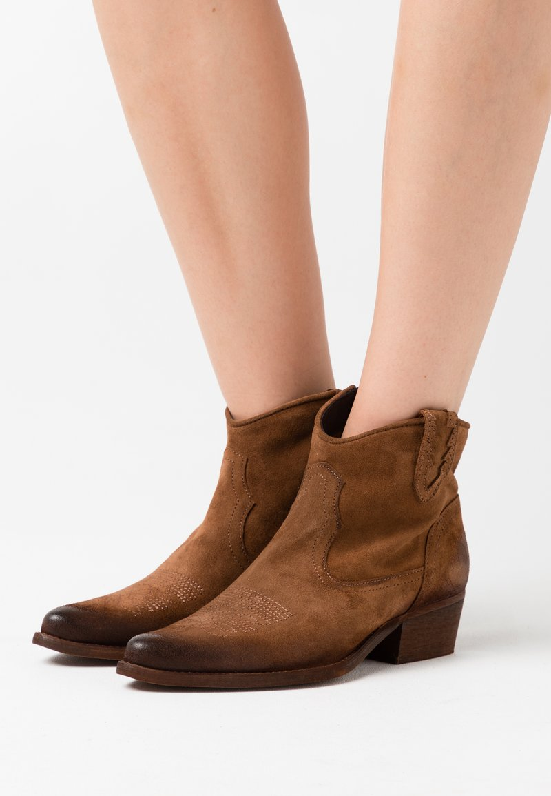 Felmini - WEST  - Ankle boots - marvin brown