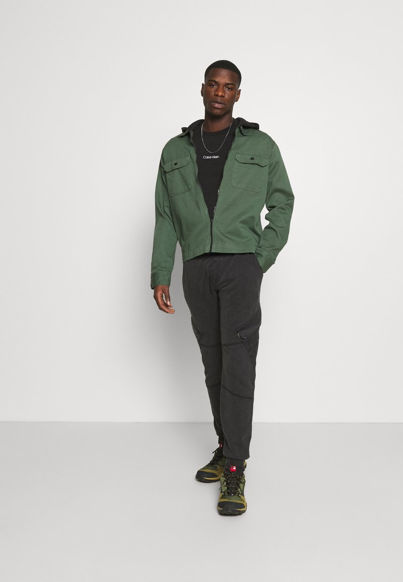 Calvin Klein - CENTER LOGO 2 PACK - Jednoduché triko - black/tawny port