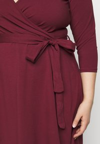 Dorothy Perkins Curve - WRAP DRESS - Day dress - berry - 6