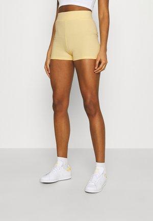 KLARA HOTPANTS - Shorts - golden haze