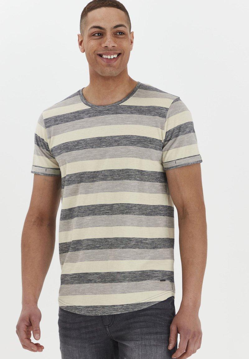 Solid - RUNDHALSSHIRT THICCO - Print T-shirt - black