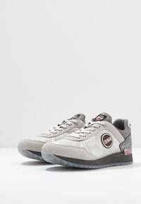 Colmar Originals - TRAVIS JANE - Sneakers - white/gray - 4