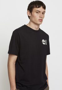 Timberland - WOODWOOD - T-shirt med print - black - 2
