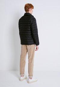 Levi's® - PRESIDIO PACKABLE JACKET - Down jacket - blacks - 2