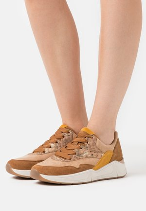 Trainers - caramel/camel