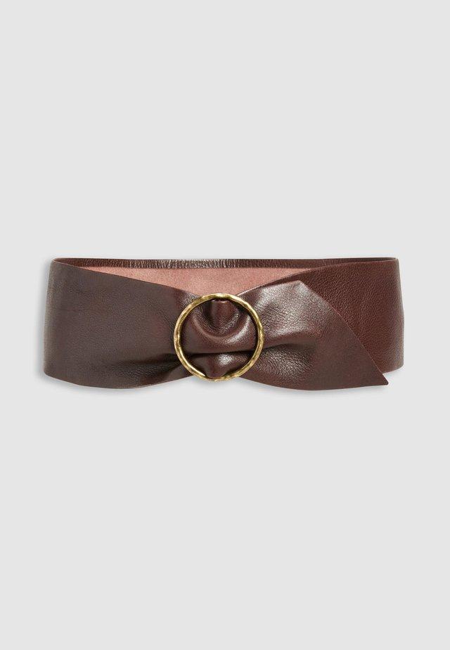 TAN WIDE TURTLE BUCKLE BELT - Cintura - brown