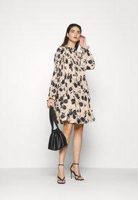 Cras - BELLACRAS DRESS - Sukienka letnia - babeth - 1