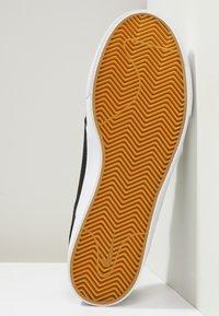 Nike SB - ZOOM JANOSKI - Trainers - black/white - 4