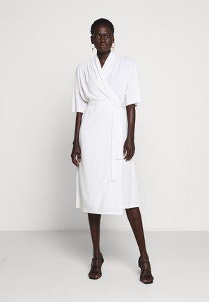 IVESIA - Sukienka z dżerseju - soft white