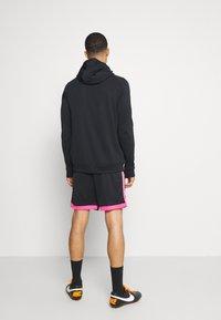 Nike Performance - DRY ACADEMY SHORT  - kurze Sporthose - black/hyper pink - 2