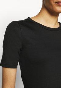 GAP - Basic T-shirt - true black - 5