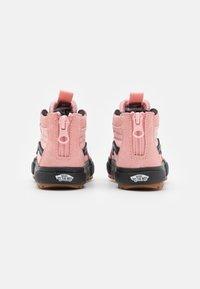 Vans - SK8 ZIP MTE-1 - High-top trainers - powder pink/black - 2