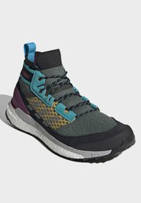 adidas Performance - FREE HIKER BOOST PRIMEKNIT HIKING SHOES - Neutral running shoes - green - 3