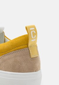 CLOSED - CHILLI - Trainers - strong mustard - 6