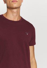 GANT - THE ORIGINAL - T-shirt - bas - port red - 5