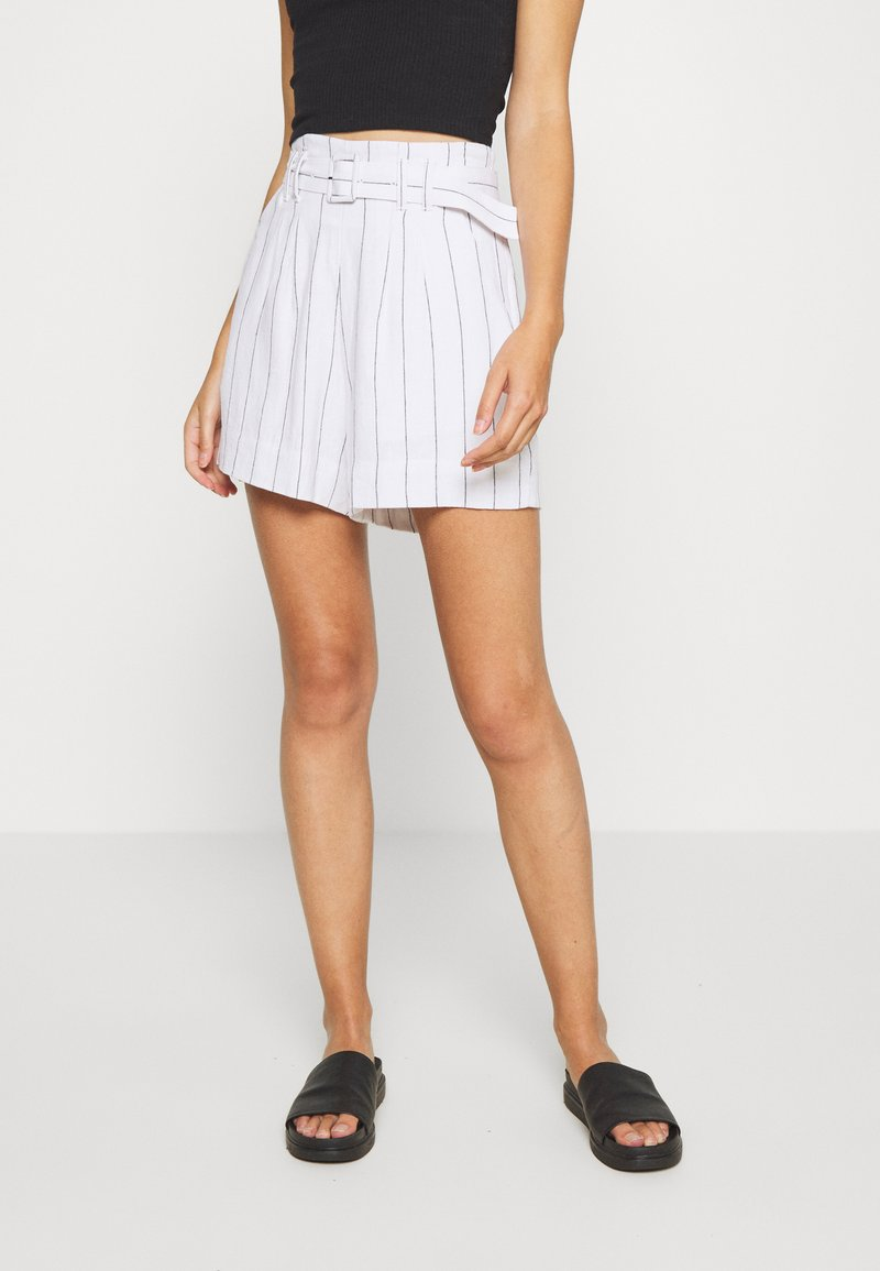 Abercrombie & Fitch - LONG INSEAM STRIPE - Shorts - white/blue