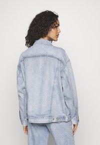 Levi's® - DAD TRUCKER - Kurtka jeansowa - michael - 2