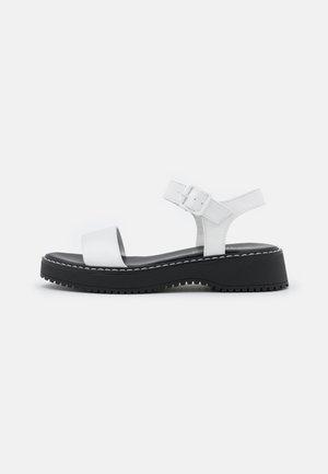 HARIS - Sandály na platformě - white paris