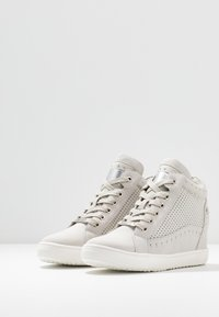 XTI - High-top trainers - hielo - 4