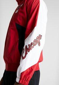Mitchell & Ness - NBA CHICAGO BULLS MIDSEASON - Verryttelytakki - red - 5