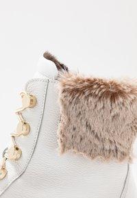 Gabor - Wedge Ankle Boots - weiß/beige - 2
