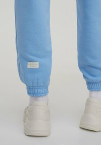 PULL&BEAR - Tracksuit bottoms - blue