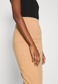 Even&Odd - 2 PACK - Pencil skirt - black/camel - 5