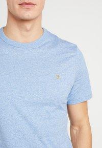 Farah - DENNIS SOLID TEE - T-shirt z nadrukiem - boy blue marl - 4