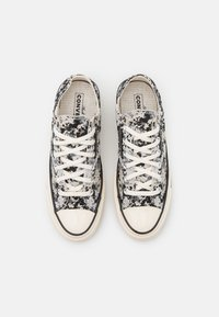 Converse - CHUCK 70 PIXELATED DIGITAL CAMO UNISEX - Sneakers basse - mouse/black/string - 3