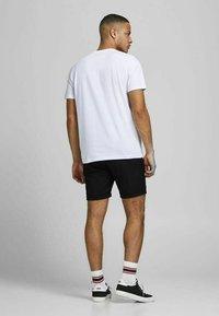 Jack & Jones PREMIUM - JJICONNOR - Shorts - black 2 - 2