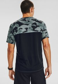 Under Armour - M STREAKER 2.0 INVERSE SS - T-shirt imprimé - lichen blue - 1
