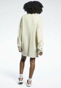 Reebok Classic - REEBOK CLASSICS NATURAL DYE OVERSIZE CREW DRESS - Jersey dress - beige - 2