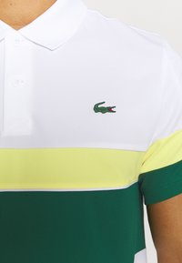 Lacoste Sport - TENNIS TOUR - Polo shirt - blanc/vert/jaune/blanc/noir - 3