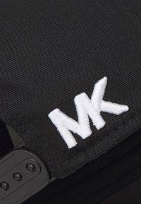 Michael Kors - CLASSIC LOGO HAT UNISEX - Cap - black - 4