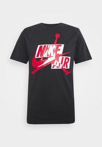 CLASSICS CREW - T-shirt con stampa - black/gym red/white
