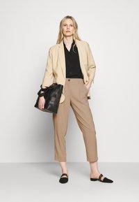 Opus - Spodnie materiałowe - soft ginger - 1