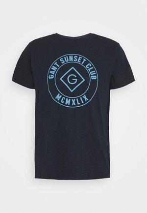 SUNSET CLUB - Print T-shirt - evening blue