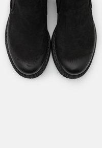 Felmini - COOPER - Kotníkové boty - morat black - 5
