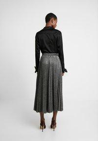 Guess - MARION SKIRT - Áčková sukně - black/silver - 2