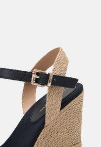 Tommy Hilfiger - ARTISANAL - Platform sandals - desert sky - 5