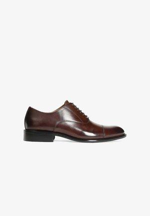 CADO - Šněrovací boty - brown