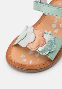 Kickers - DYASTAR - Sandals - vert/orange/argent - 5