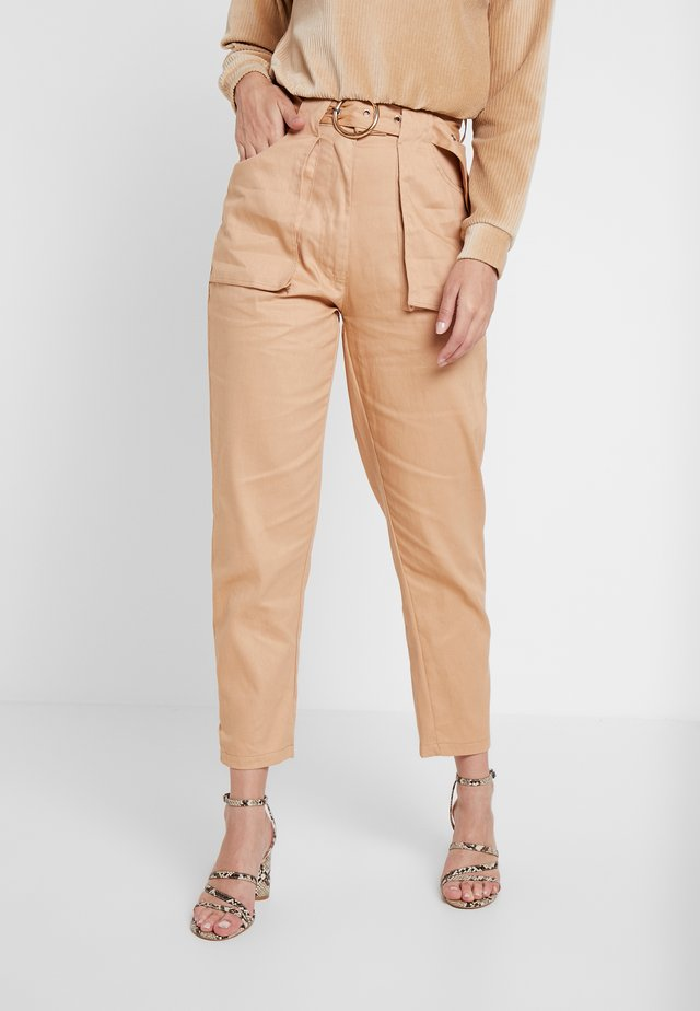BELTED TROUSER - Trousers - sand