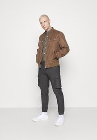 Redefined Rebel - ABEL PANTS - Cargo trousers - grey - 1
