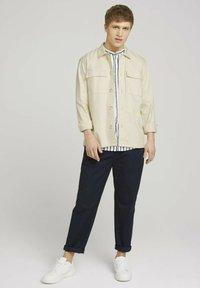 TOM TAILOR DENIM - Shirt - white blue shredded stripe - 1