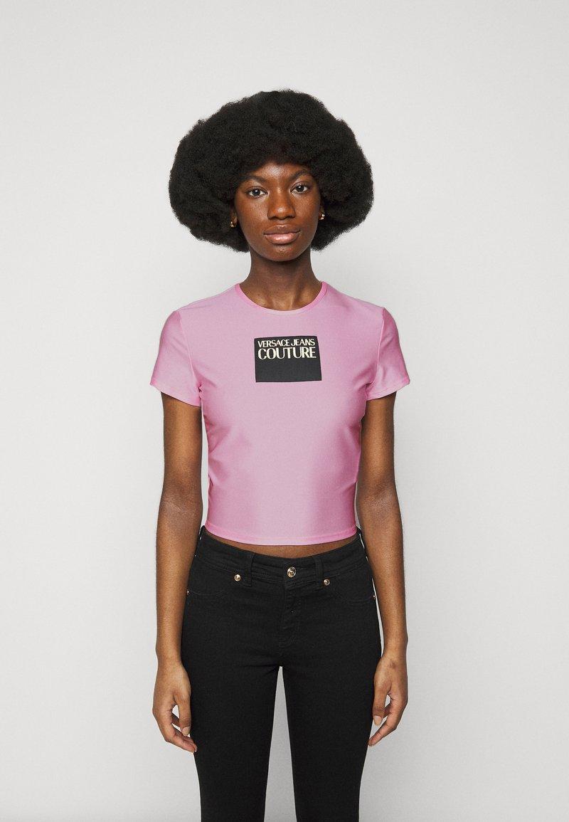 Versace Jeans Couture - LADY - T-shirt z nadrukiem - pink confetti